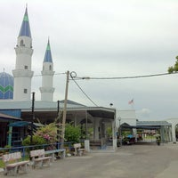 Photo taken at Masjid Alang Iskandar KDSK by Fath R. on 6/9/2012