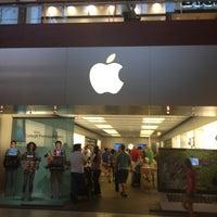 Photo taken at Apple Arrowhead by Yxes 💋🌻💃🏽 ☕. on 8/12/2012