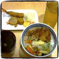 Photo taken at Yoshinoya (吉野家) by intan r. on 8/17/2012