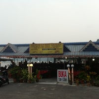 Photo taken at Restoran Seri Idaman by Isfa on 8/13/2012