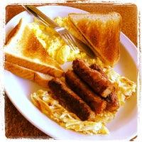 Photo taken at Pharos Burgers by Calvin L. on 8/5/2012