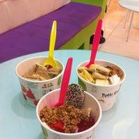 Photo taken at Tutti Frutti Frozen Yogurt by Jacquelinne D. on 6/22/2012