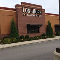 Photo taken at LongHorn Steakhouse by Kevin P. on 9/6/2012