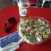 Foto tirada no(a) Mix Salads por Armando B. em 3/5/2012