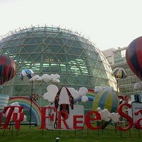 Photo taken at King Power Downtown Complex by เกียง เ. on 8/4/2012