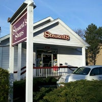 Photo taken at Stewart's Shops by Papa D. on 4/14/2012