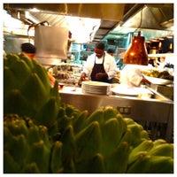 Photo taken at Houston's Restaurant by Salomon D. on 8/26/2012