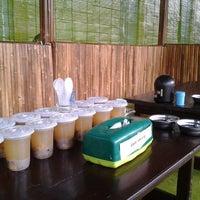 Photo taken at Warung Ikan Segar Bu Untung by AgusWaluyo O. on 8/9/2012