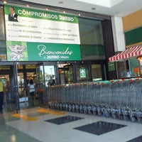 Photo taken at Jumbo by Eduardo B. on 2/4/2012