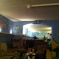 Photo taken at The Flying Pig Downtown Hostel by Jassmine L. on 4/9/2012