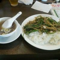 Photo taken at 中華食堂 昆布森 by Yoshihisa K. on 5/1/2012