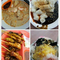 Photo taken at New Lane Hawker Stalls by Bee C. on 9/3/2012