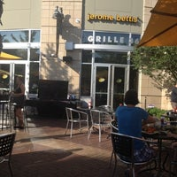 Photo taken at Jerome Bettis' Grille 36 by Richard M. on 7/25/2012