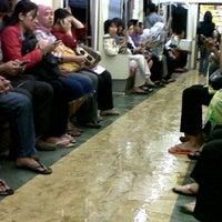 Photo taken at Commuter Line Tanah Abang-Serpong @Jalur 6 by Diorita on 4/3/2012