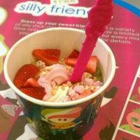 Photo taken at Menchie's Frozen Yogurt by Karmen on 6/9/2012
