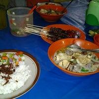 Photo taken at Sop Kaki Kambing Sudi Mampir by Imron I. on 4/24/2012