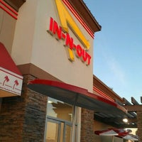 Photo taken at In-N-Out Burger by Robin W. on 2/24/2012