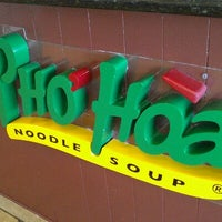 Photo taken at Pho Hoa Noodle Soup by Israel H. on 4/29/2012