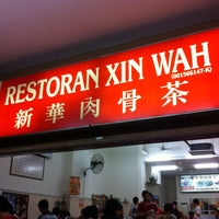 Photo taken at 新华肉骨茶 Xin Wah by Vanessa K. on 6/17/2012