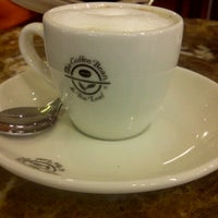 Photo taken at The Coffee Bean & Tea Leaf by Paulus ANW W. on 8/25/2012