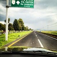 Photo taken at Caseta Toluca - Atlacomulco by Rodrigo O. on 9/8/2012
