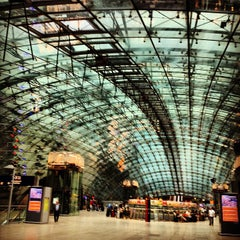 Photo taken at Frankfurt (Main) Flughafen Fernbahnhof by Benjamin P. on 7/8/2012