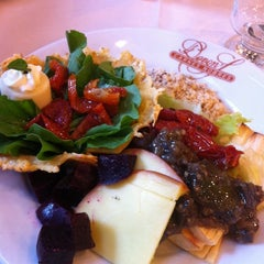 Photo taken at Devon's Gourmet - Cortes Nobres by Andrea M. on 3/18/2012
