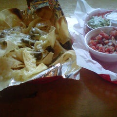 Photo taken at Willy's Mexicana Grill #6 by L. L. on 8/17/2012