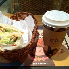 Photo taken at Zoo Coffee by Hwi-jin K. on 5/3/2012
