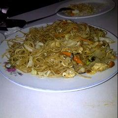Photo taken at Restaurant Excelente. Cocina Mandarin by Ronald R. on 3/20/2012