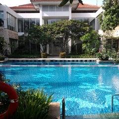 Photo taken at Sheraton Bandara Hotel by Hanrina I. on 2/7/2012