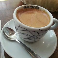 Photo taken at Grão Espresso by Cristiano A. on 9/11/2012