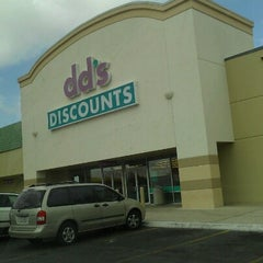 Photo taken at dd's DISCOUNTS by Mary T. on 7/17/2012