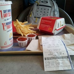 Photo taken at McDonald's by Carlos Henrique G. on 5/12/2012