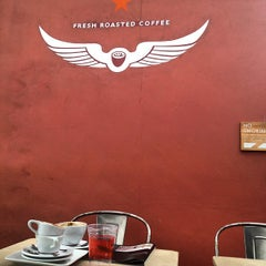 Photo taken at Intelligentsia Coffee & Tea by Guf G. on 3/11/2012