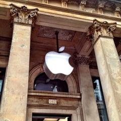 Photo taken at Apple Store, Buchanan Street by Alexei B. on 7/22/2012