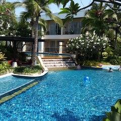 Photo taken at Sheraton Hua Hin Resort & Spa by Sasina T. on 4/18/2011