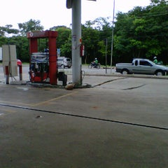 Photo taken at Posto Texaco by Eraldo Amway  on 11/28/2011