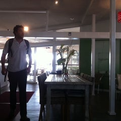 Photo taken at H2O Cafe Restaurant by Eddy D. on 9/21/2011