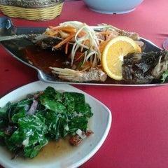 Photo taken at Restoran Seri Idaman by Lihana S. on 3/26/2012
