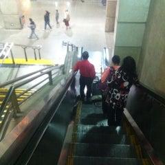 Das Foto wurde bei Metro La Cisterna von Santiago F. am 4/15/2012 aufgenommen