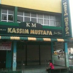 Photo taken at Restoran Kassim Mustafa by TheanSoon O. on 1/6/2011