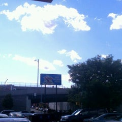 Photo taken at AMF 34th Avenue Lanes by Gee H. on 8/22/2011