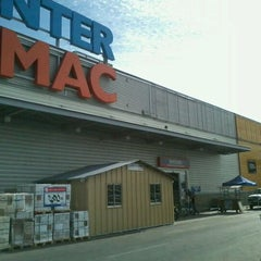 Photo taken at Homecenter Sodimac by Victor N. on 12/26/2011
