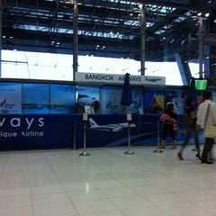 Photo taken at Departures / Check-In Hall by Tee T. on 10/5/2011