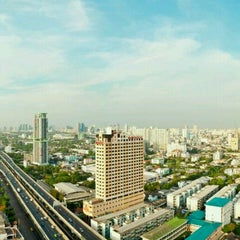 Photo taken at TIPCO Tower (อาคารทิปโก้) by SirBacheL (. on 4/25/2012
