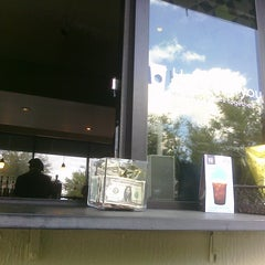 Photo taken at Starbucks by @LorenzoAgustin ☆ on 6/2/2011