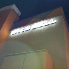 Photo taken at Taco Bell by Mimi N. on 7/20/2011