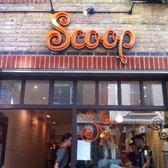 Photo taken at Scoop by Mehmet G. on 9/27/2011