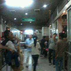 Photo taken at Halte TransJakarta PGC by Shant G. on 5/19/2012